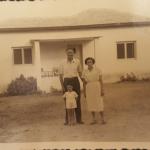 משפחת הברון לפני בית פוטשניק