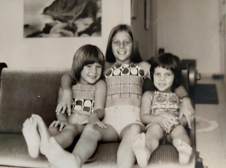 הנכדות, בנותיו של עמי ברזילי